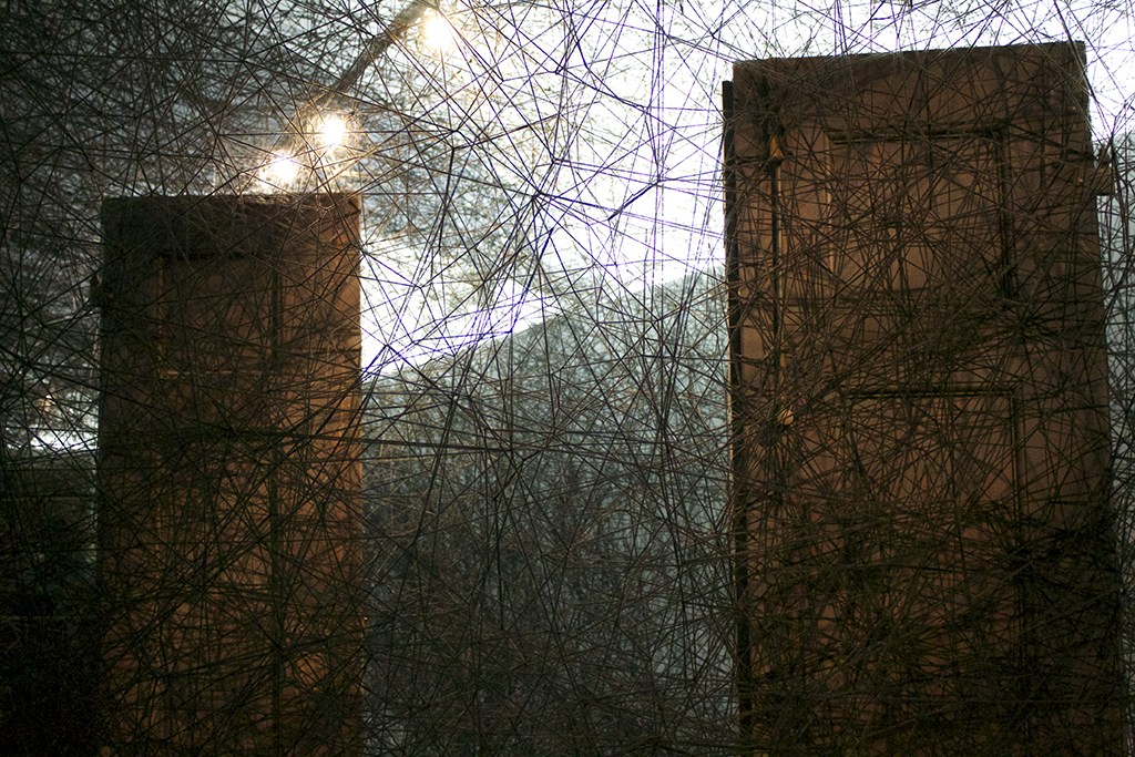 Chiharu Shiota, In Between
